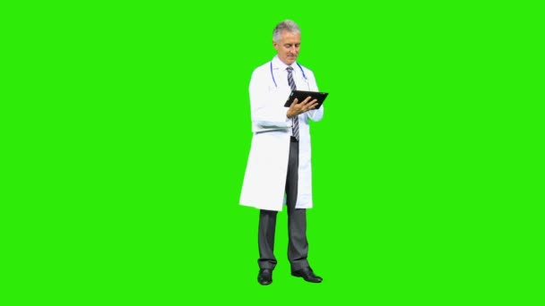 sjukhusläkare använda surfplatta — Stockvideo © Spotmatik  51698311 537fdcc23ad4e