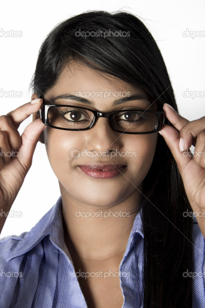 hermosa mujer con gafas de marco de ojos marrones — Foto de stock ...