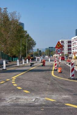 Repairs road