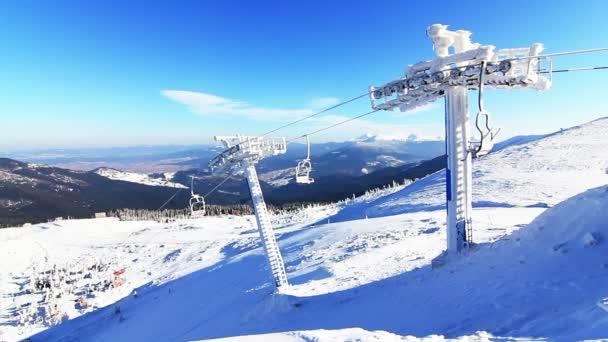 lyžařský vlek v horách