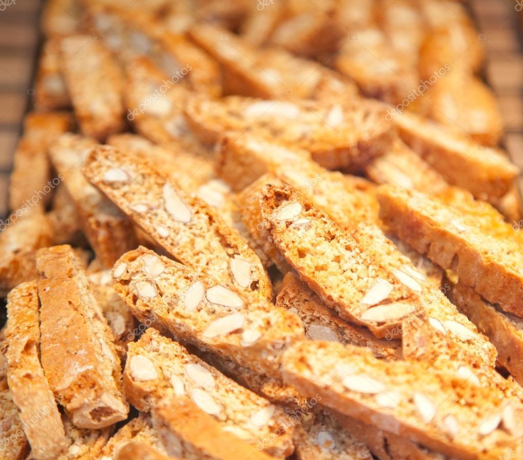 Italian cookies kantuchini with almonds — Stock Photo