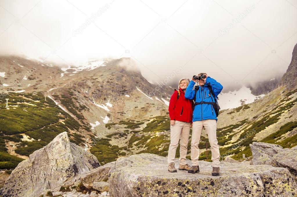 Hikers couple with binoculars