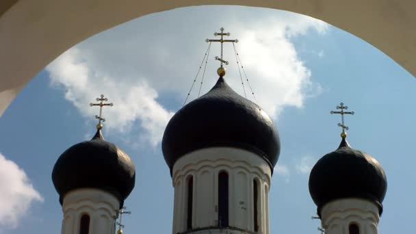 kříž na kopuli kostela