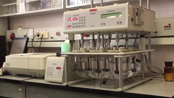 keverés megoldás a laboratóriumban