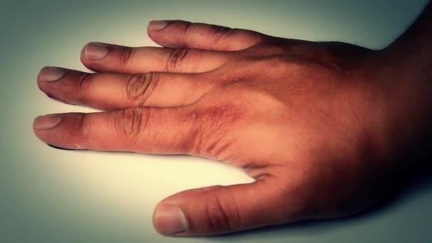 otisk krvavou ruku na podlaze
