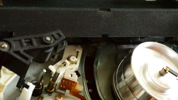 kazetového videorekordéru uvnitř. stojan zaměření a dolly v se.