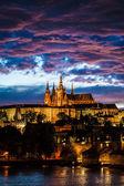 pohled na katedrálu sv. Víta v Praze v noci