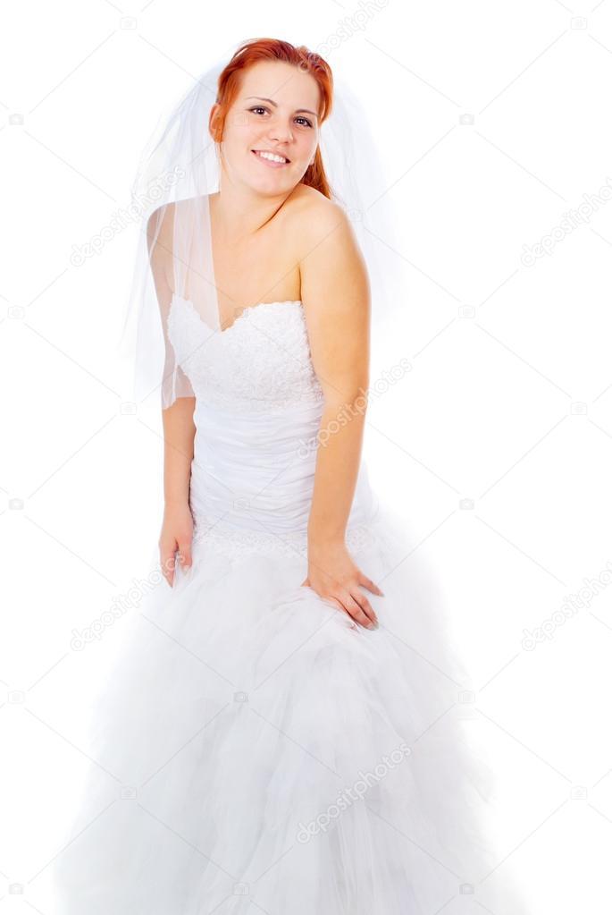 die Rothaarige Braut posiert in einem Hochzeitskleid — Stockfoto ...