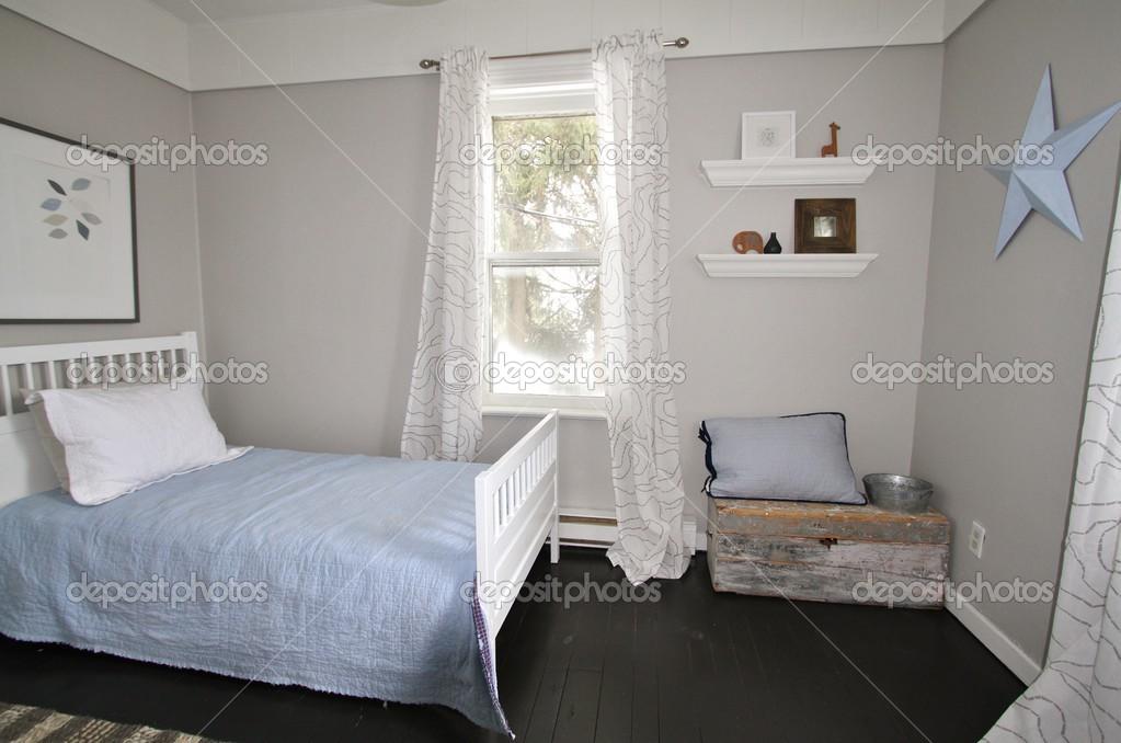 Moderne Grau Designer Schlafzimmer Mit Schwarzer Boden Stockfoto