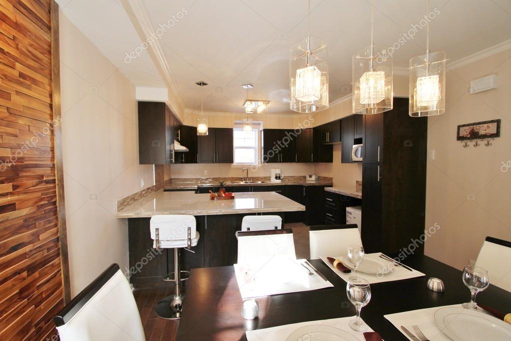 Moderna cucina e sala da pranzo con schienale realizzati for Cucina con sala da pranzo