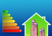 úsporného domu a energií grafu a roztomilý prsty uvnitř
