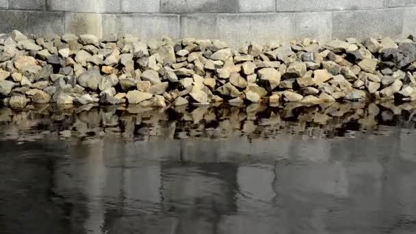 Wellenbrecher-Felsen