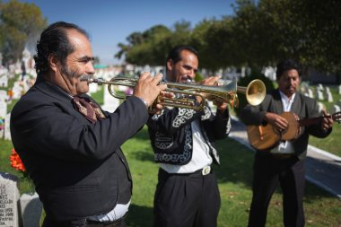 AGUASCALIENTES, MEXICO - NOV 01: Unknown musicants on a cemetery