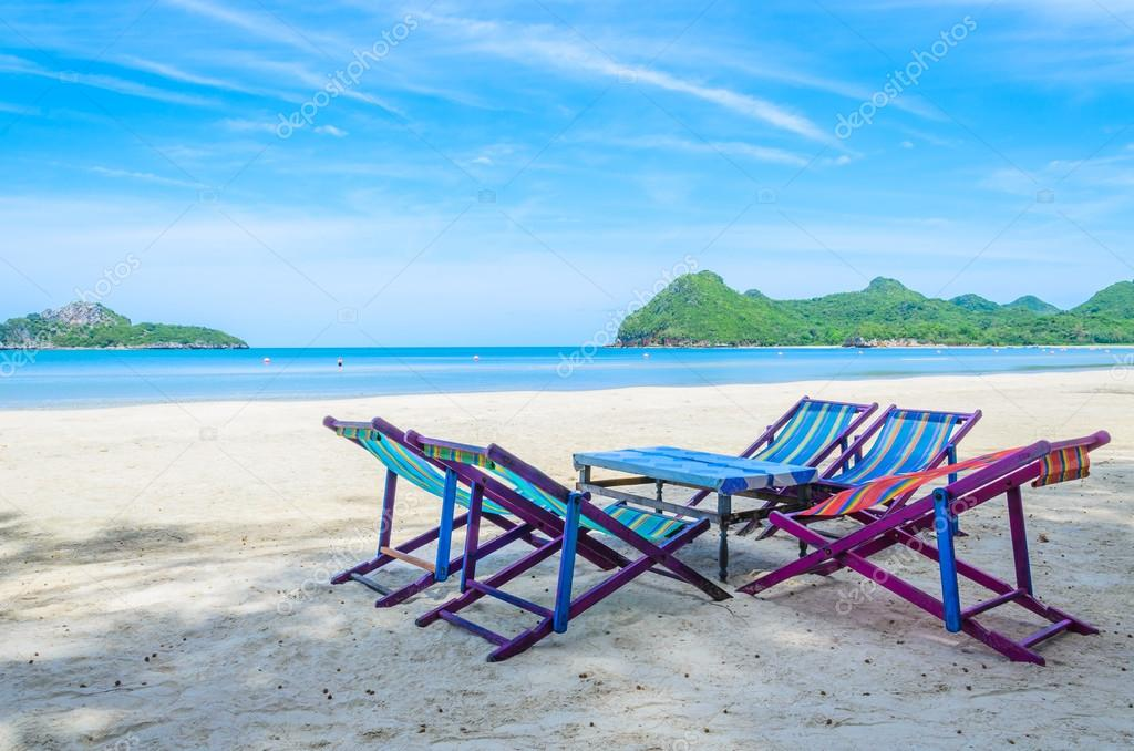 Bett Am Strand In Thailand Stockfoto C Mrsiraphol 33110177