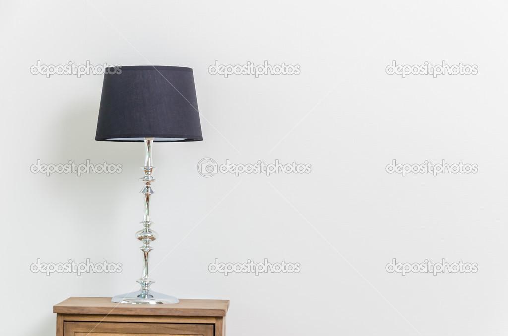 Lamp Slaapkamer Nachtkastje : Lamp op nachtkastje u stockfoto mrsiraphol
