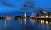 Abendlicher Blick auf den Medienhafen in Düsseldorf