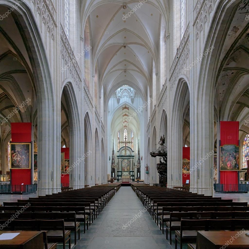 Interieur van de kathedraal van onze lieve vrouw in for Interieur antwerpen