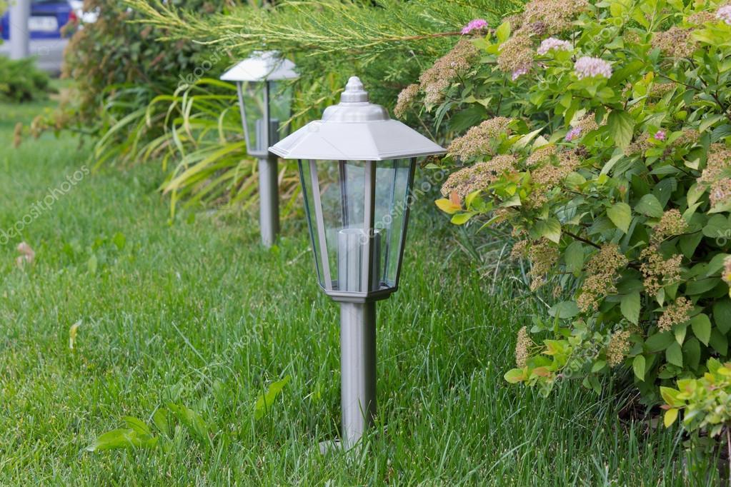 Illuminazione esterna giardino u foto stock e inyukin