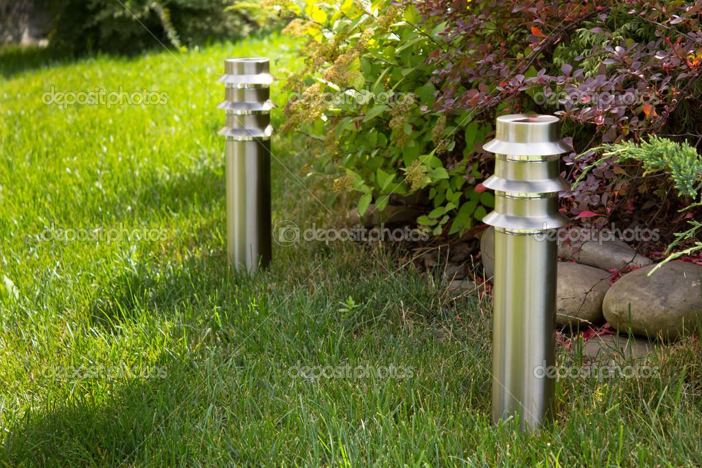 Illuminazione Esterna Giardino : Illuminazione esterna giardino u foto stock e inyukin