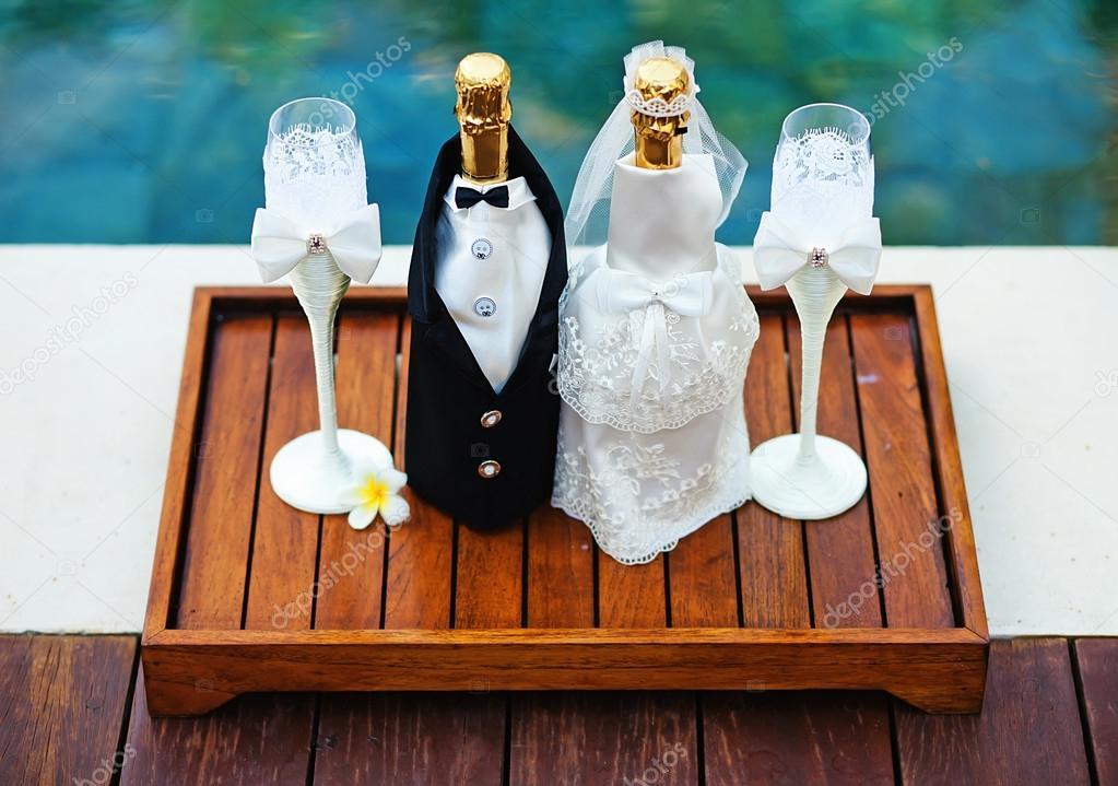 d coration de bouteilles de champagne pour le jour du mariage photographie apid 38452603. Black Bedroom Furniture Sets. Home Design Ideas