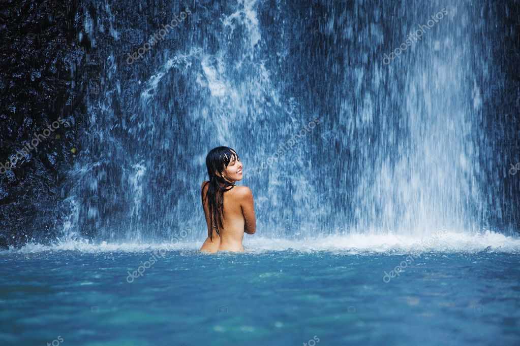 sexy-nude-women-near-waterfall