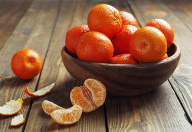 Mandarins in the wooden bowl