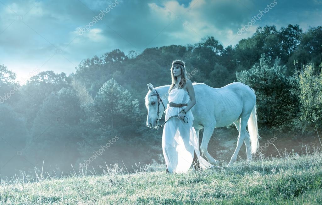 Lindas Mulheres Sensuais Com Cavalo Branco Stock Photo Geribody