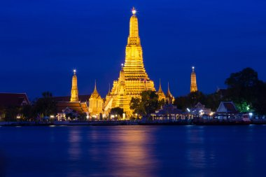Twilight of Wat Arun Buddhist religious places