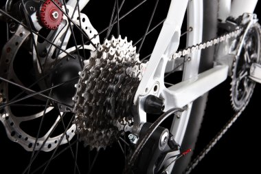 Bicycle gears, disc brake and rear derailleur.