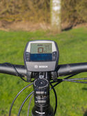 Lenker eines hochmodernen Elektro-Mountainbikes