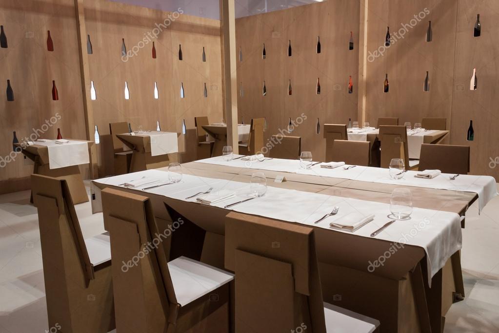 Ristorante con cartone tavoli e sedie al homi home - Ristorante con tavoli all aperto roma ...