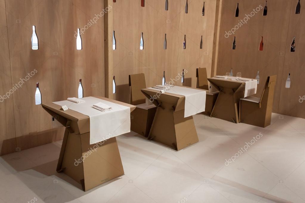 Eco design sedie e tavoli in cartone vecchi tubi diventano