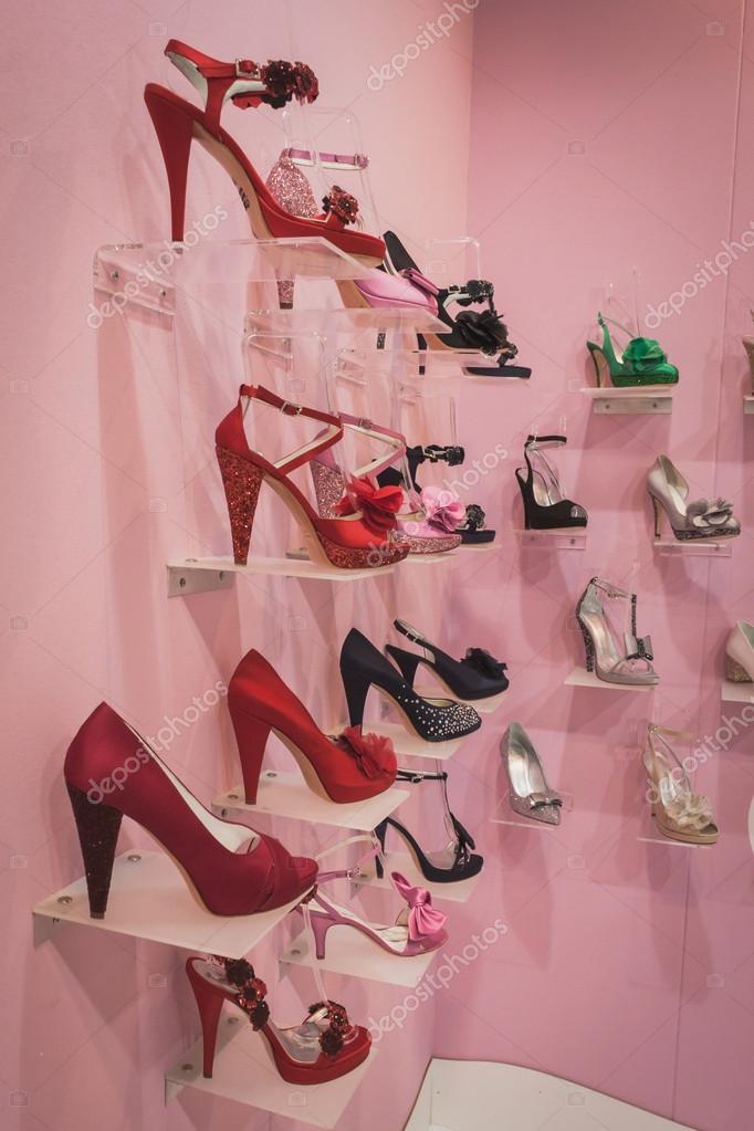 Milan Élégantes Au ' À Sposaitalia Tr Femmes Chaussures Exposée 7wq58gg