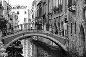 Benátky pohled v černé a bílé