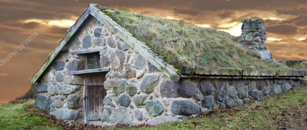 Stone Cabin With Grass Roof Stock Photo 169 Izanbar 39354959