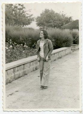 "Картина, постер, плакат, фотообои ""женщина на прогулке "", артикул 36674805"