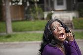 zděšená mladá africká americká žena v purple top