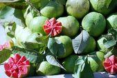guava, prodávané na otevřenou kůlnou v Indii