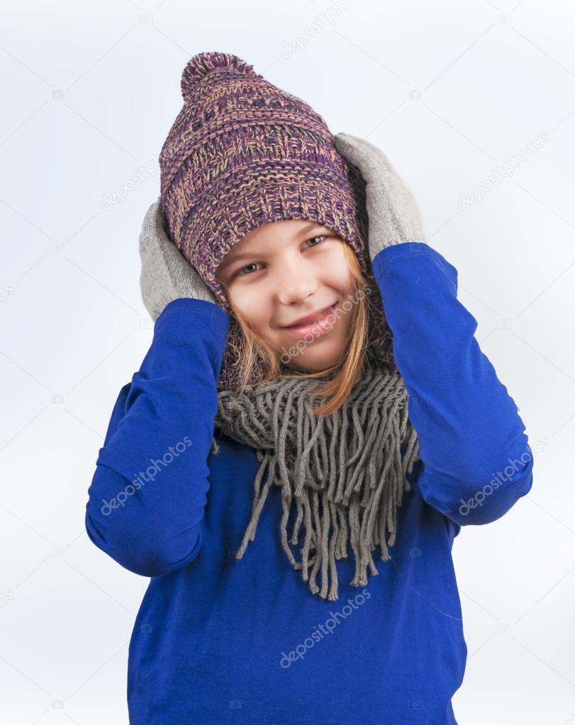 κορίτσι με το καπέλο του χειμώνα — Φωτογραφία Αρχείου © baronb  39661675 bf876a70685