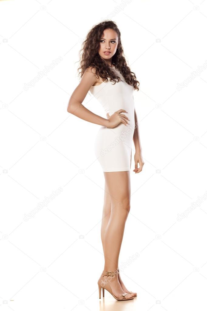 356f6d470c1b Dívka v krátké bílé šaty — Stock Fotografie © VGeorgiev  50580599