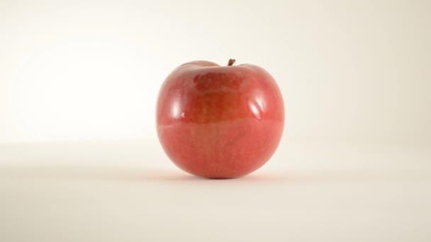 otáčení jablko mcintosh proti bílé - doprava dolly