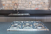 nové vybavené kuchyně s zabudovaný plynový sporák