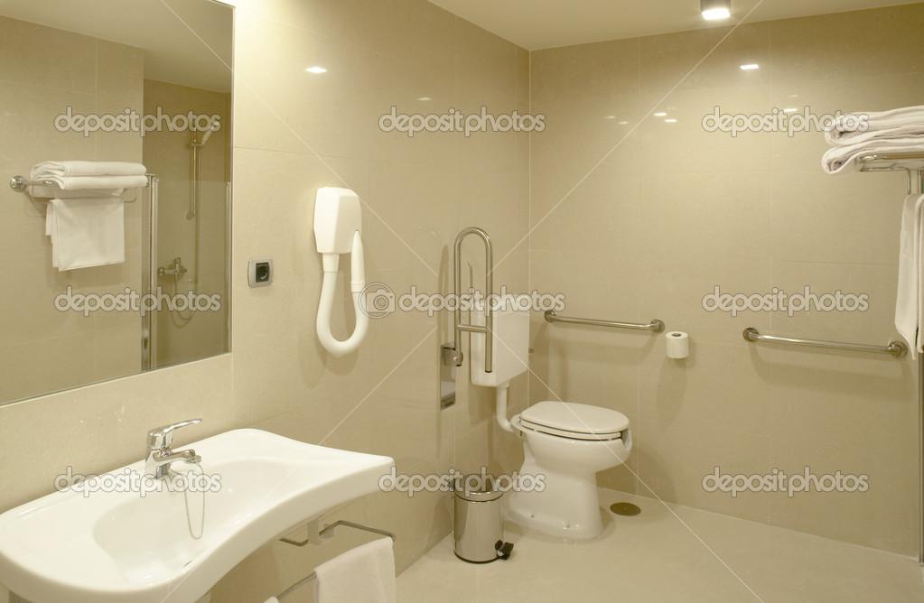 salle de bain à la chambre de l\'hôpital moderne — Photographie ...