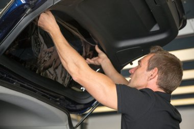 Car wrapper attaching tinting foil to car window