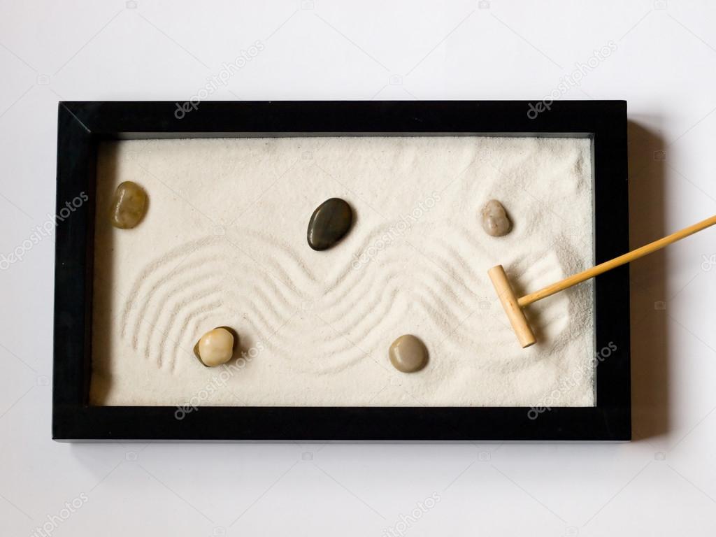 jardn zen japons en miniatura u foto de stock