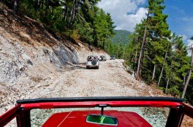 yollar kapalı dağlarda
