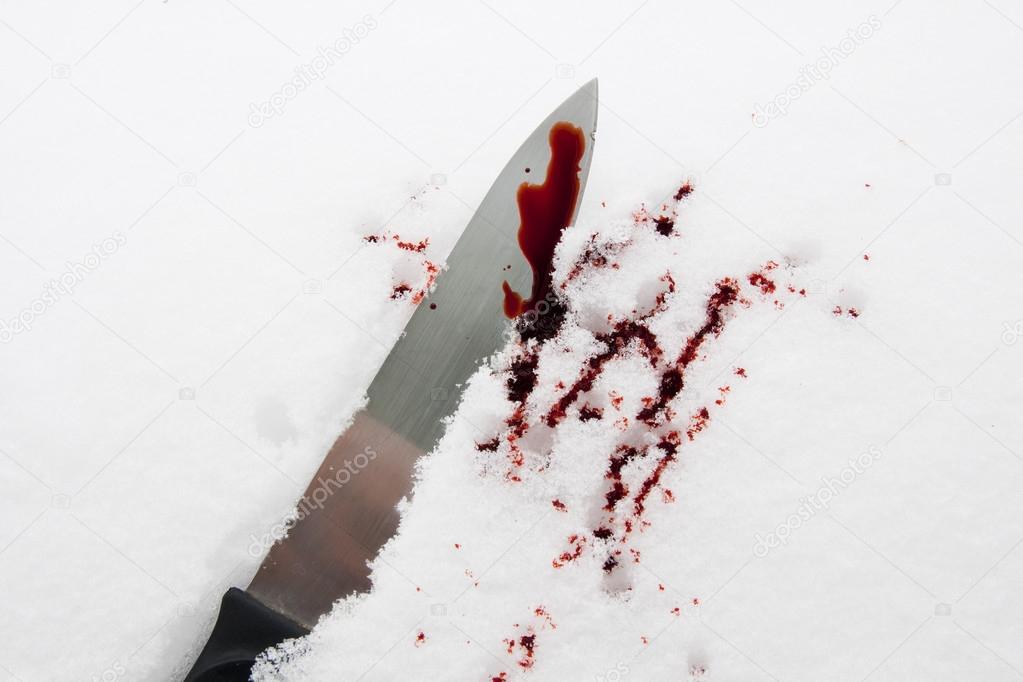 Кровь в сновидении ассоциируется с родственными связями, возмездием, конфликтами.