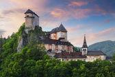 Fotografie krásný hrad na Slovensku při západu slunce - Oravský hrad