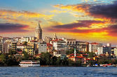 Istanbul při západu slunce - čtvrti galata, Turecko