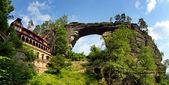 pohled Pravčická brána - největší přírodní branou v Evropě.